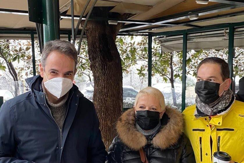 Για χειμωνιάτικο καφέ στο Κολωνάκι με τον Μητσοτάκη