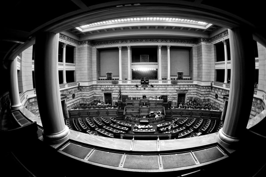 Στη Βουλή το πολιτικό μπινγκ μπανγκ για την υπόθεση Λιγνάδη