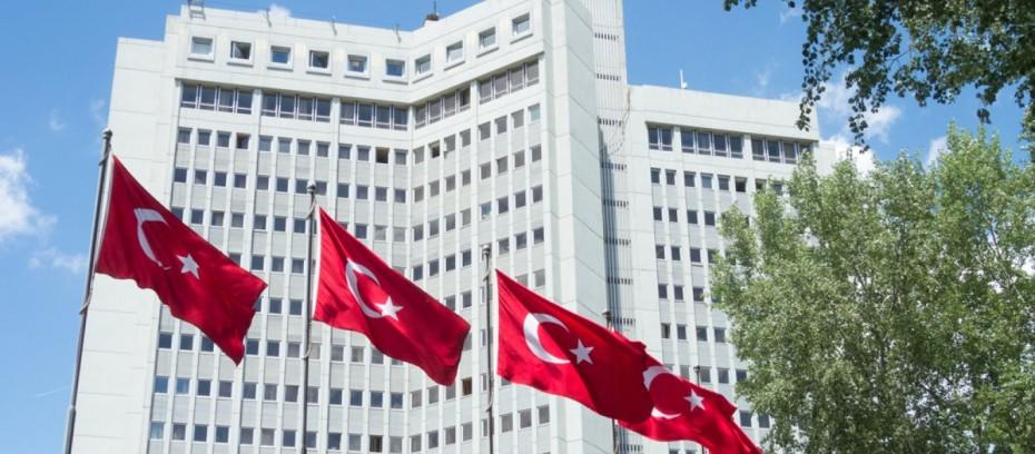 Τουρκικό ΥΠΕΞ: «Απαράδεκτες» οι δηλώσεις Μακρόν περί «παρέμβασης» στις εκλογές