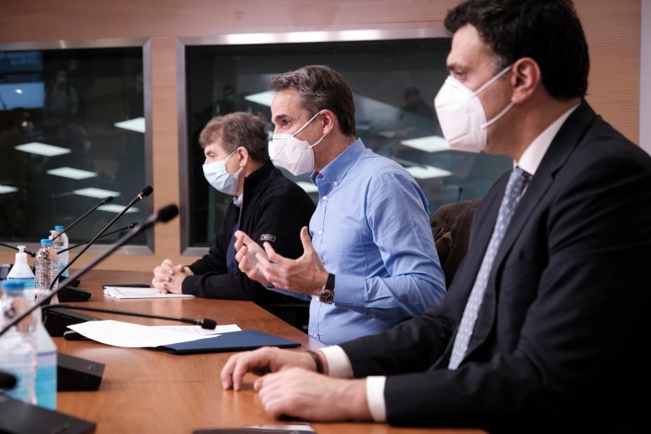 Lockdown: Επίταξη ιδιωτικών κλινικών, έλεγχοι, «κόφτης» στα SMS, «έξυπνα μέτρα» - Τα σενάρια στο «τραπέζι» του Μαξίμου