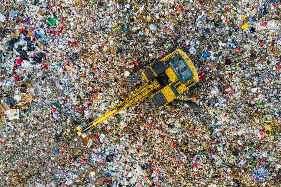 ΥΠΕΝ: Απαλλαγή της Ελλάδας από 10 πρόστιμα για παράνομους χώρους διάθεσης αποβλήτων