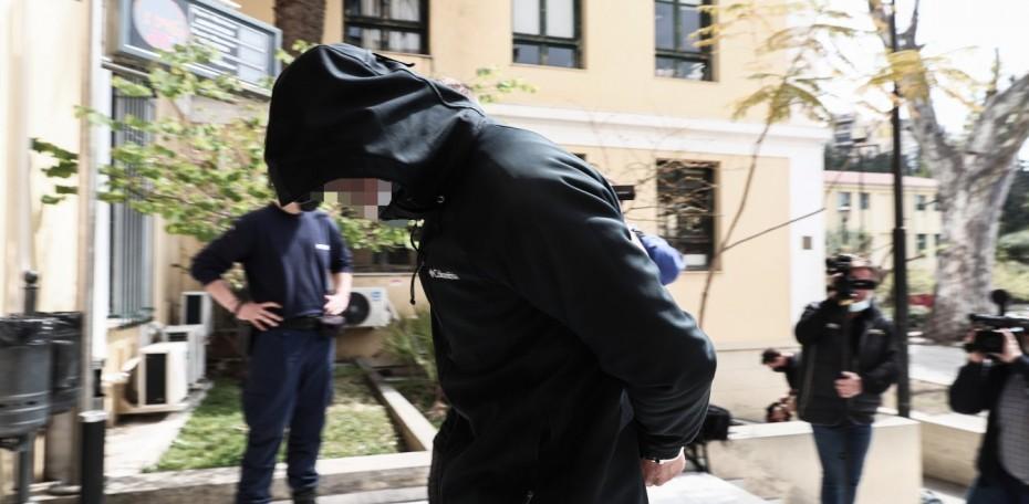 Επίθεση με καυστικό υγρό: Ελεύθερος με περιοριστικούς όρους ο 25χρονος δράστης