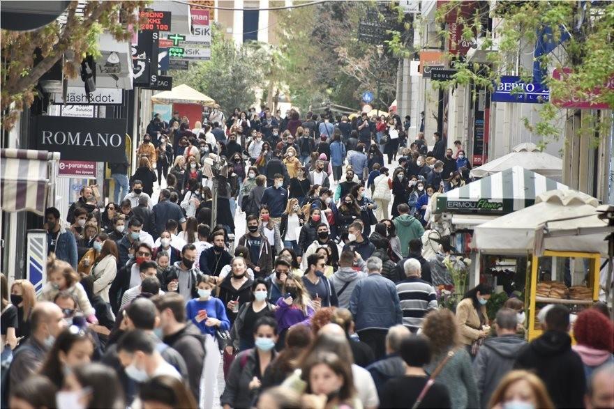 Κοσμοσυρροή στα μαγαζιά της Αθήνας - «Βουλιάζει» η Ερμού