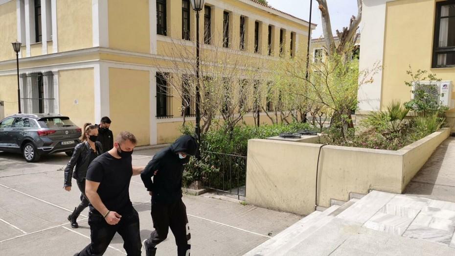 Επίθεση στην Κυψέλη: Στον εισαγγελέα ο δράστης - Αμμωνία το καυστικό υγρό υποστήριξε ο ίδιος