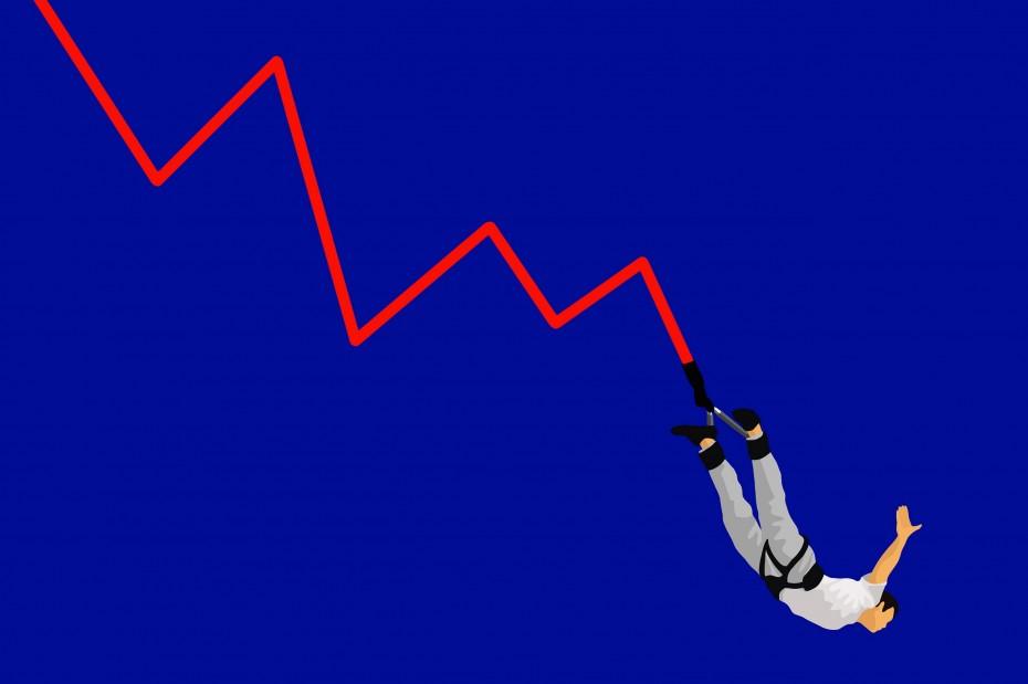 Στη «σκιά» του limit down της Πειραιώς η αγορά